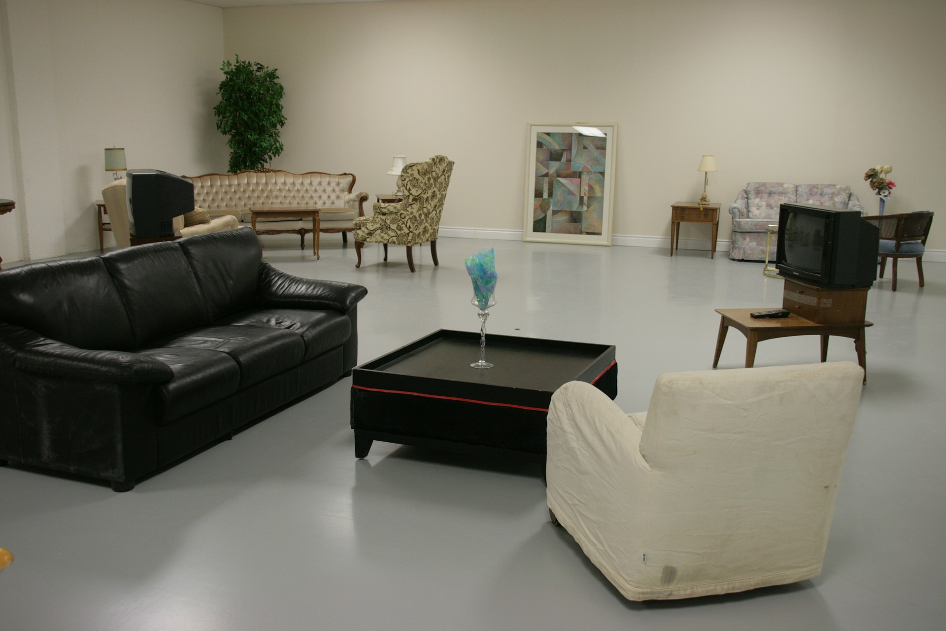 5 helpful tips when shopping for contemporary furniture for Less expensive furniture