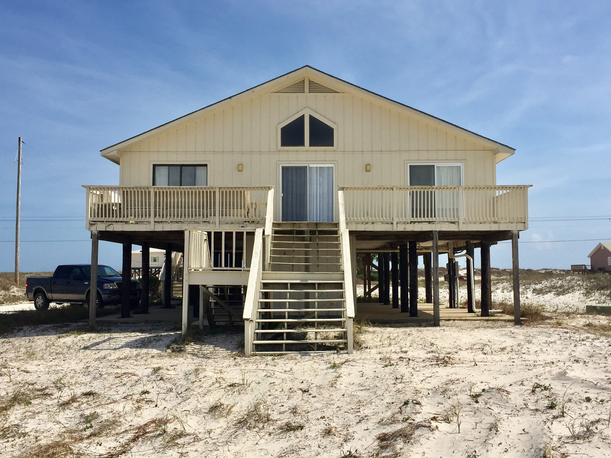 enjoy al mar a 4 bedroom house in gulf shores alabama gulf mar is across the street from the beautiful gulf of mexico on west beach blvd you ll appreciate the open floor plan of this spacious four bedroom house