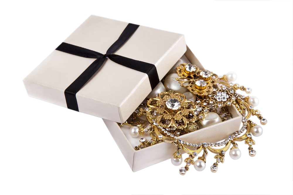 estate jewelry haute claw ture jewelry buyer shares tips for finding your buried treasure 5395