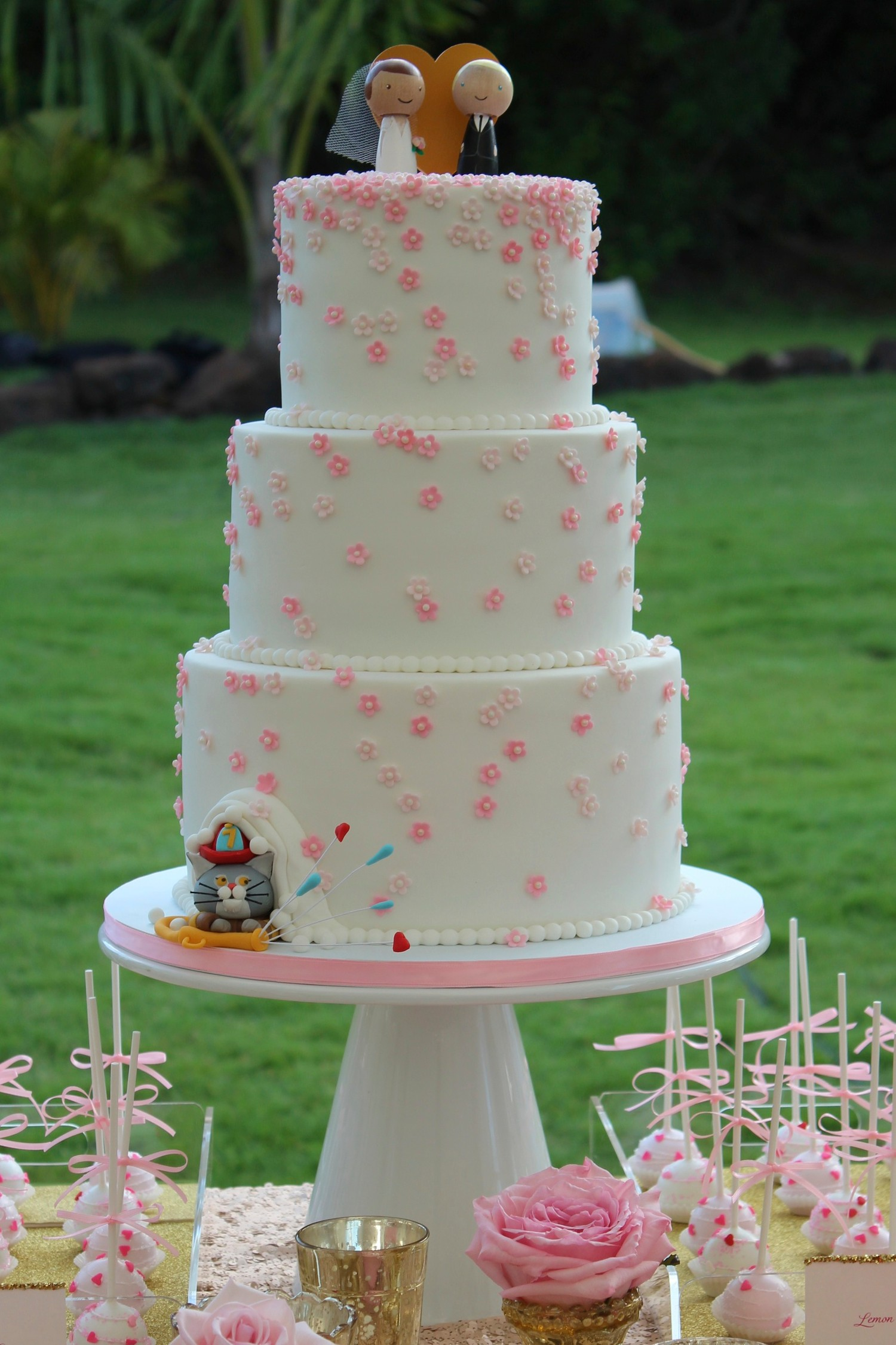 Astounding How To Create A Classic Wedding Cakes In 5 Steps We Heart Cake Funny Birthday Cards Online Elaedamsfinfo