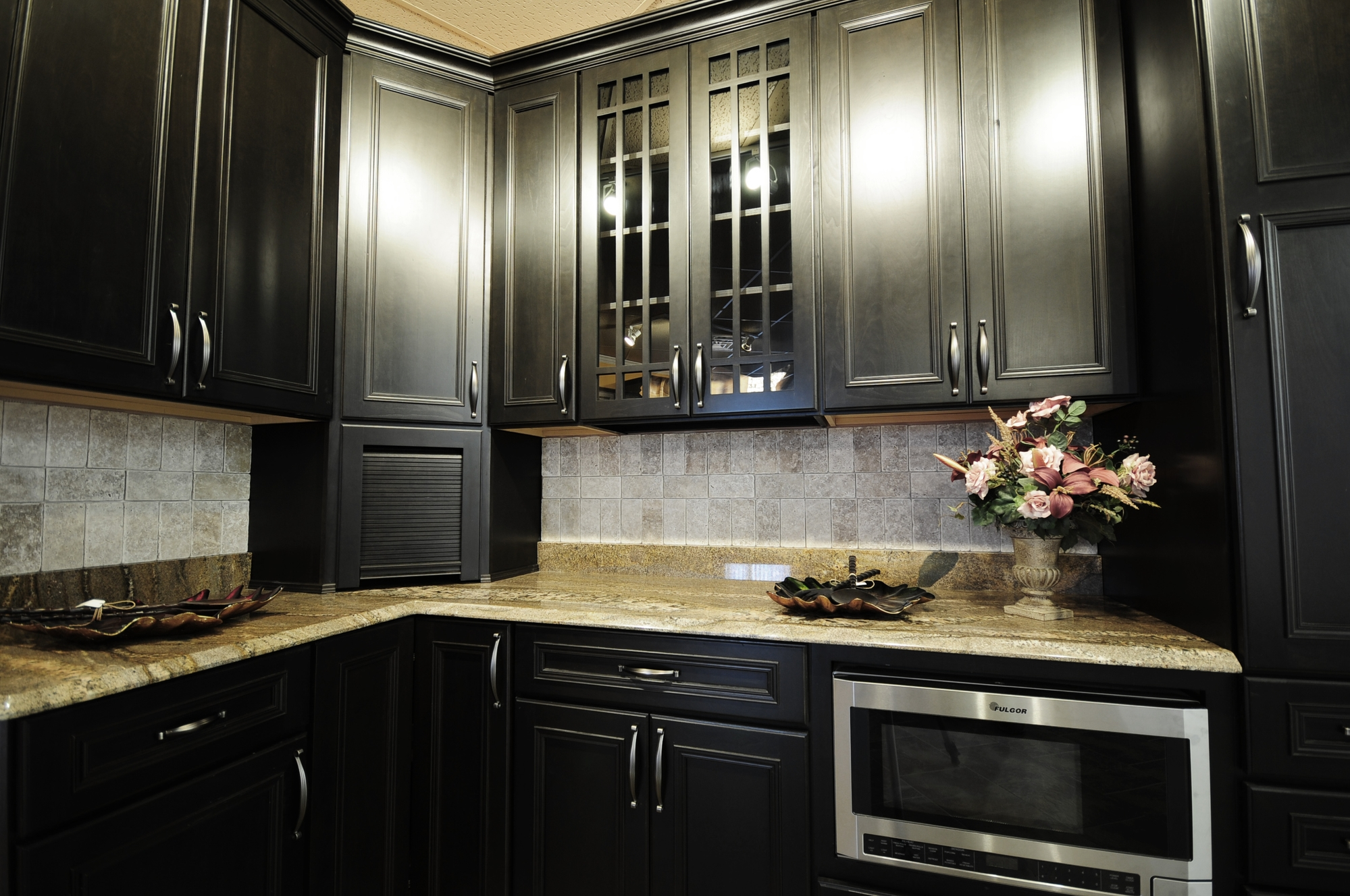 Kitchen remodeling painting vs staining your cabinets for Painting your kitchen cabinets