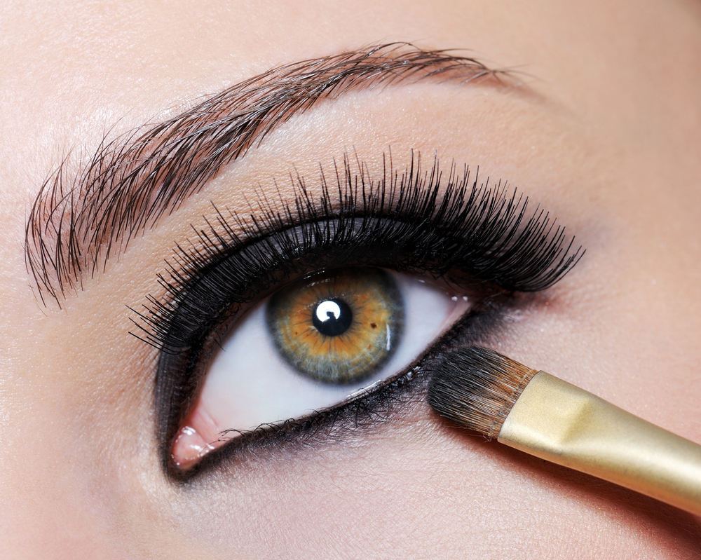 Eye Doctor Explains Why Your Eyes May Hurt After Putting On Makeup