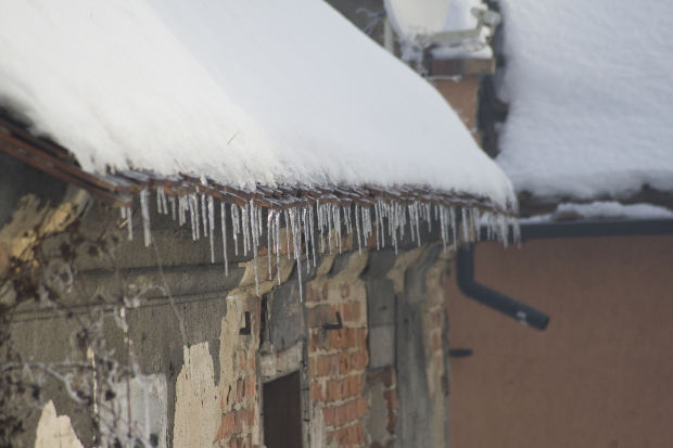 Rain Gutters Full Of Snow Amp Ice Here S What You Should Do