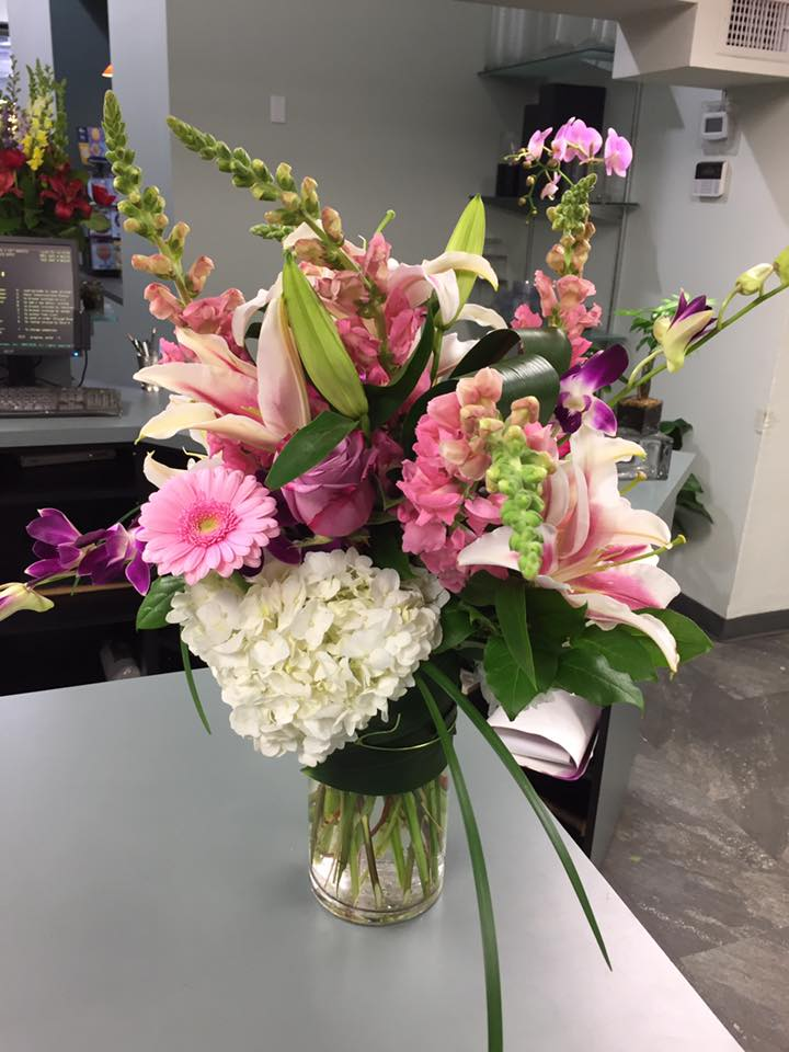 Celebrate Secretaries Week With Beautiful Flower Arrangements From Peters Flowers In Nyc Peters Flowers New York Nearsay