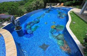 3 ways mosaic designs turn swimming pools into works of for Pool design hawaii