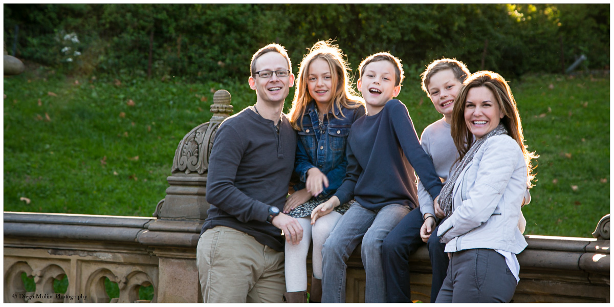 A beautiful family photo - What to look for when hiring the best family photographer?