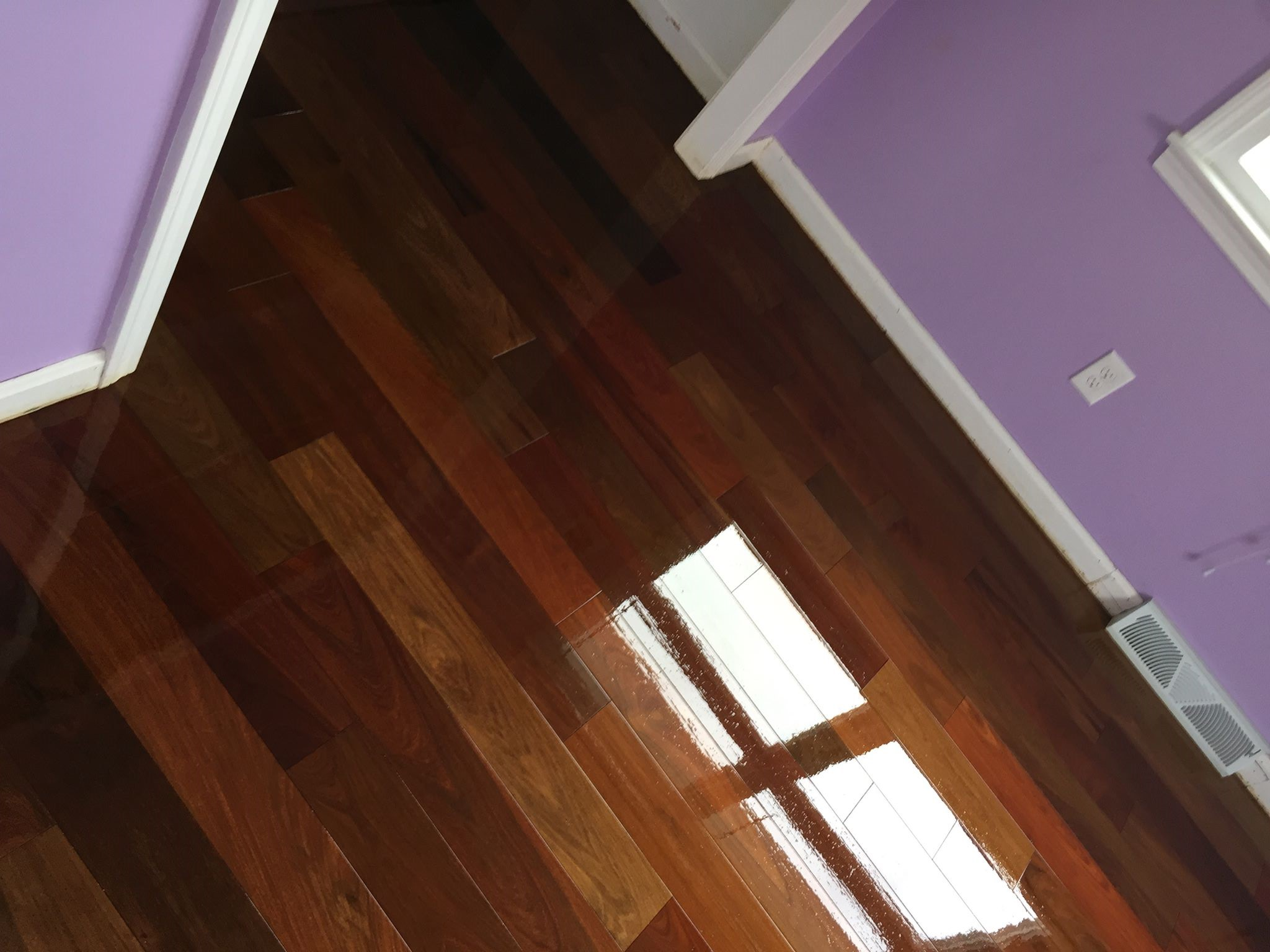 Tips for choosing your hardwood floor color from new york for Hardwood floor installation