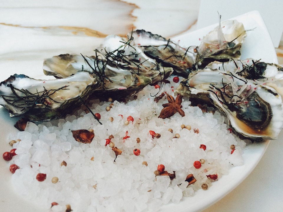 What, exactly, are oyster bars ? And how should you eat oysters? Read ... Oyster Eating Salt