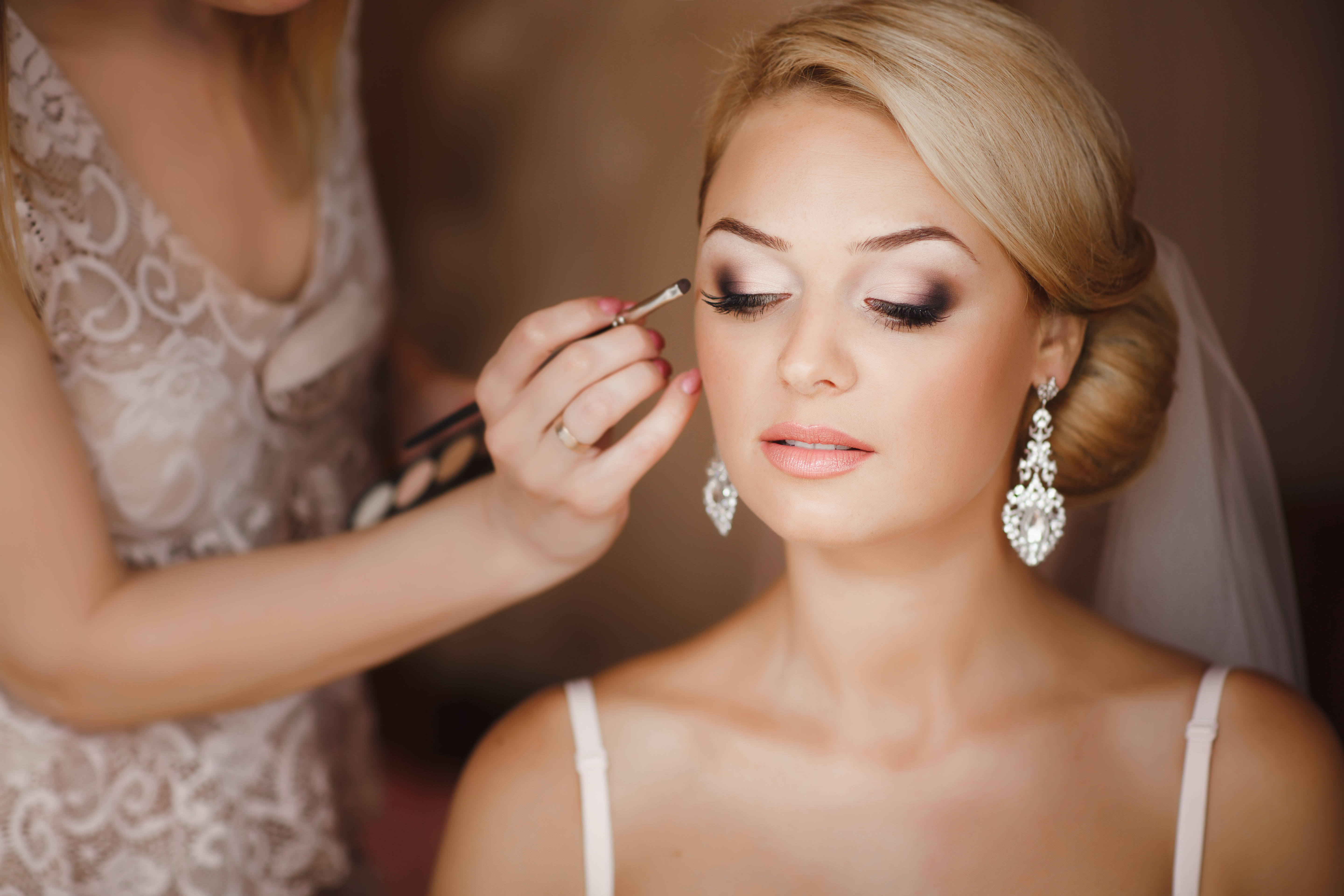 tips and questions to ask your wedding hairstylist and makeup